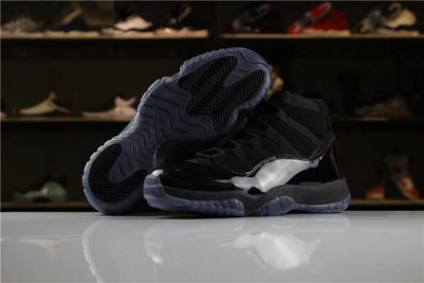 "Women' s Air Jordan 11 XI GS ""Cap and Gown"" All-Black Colorway"